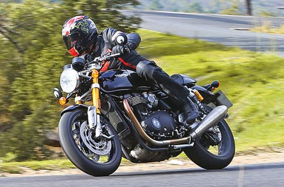 Triumph Thruxton RS - Show must go on