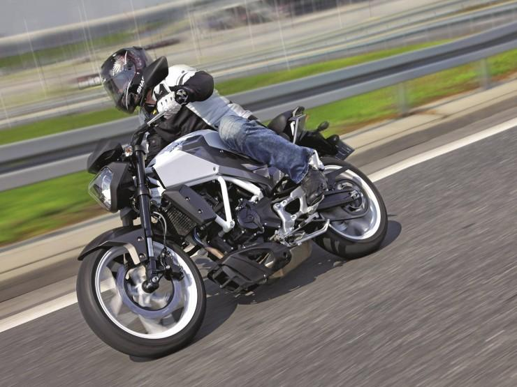 Test Hyosung GD 250 Exiv