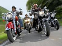 Cruisery: Indian Chief Classic, Moto Guzzi California 1400, Triumph Thunderbird Storm i Yamaha XV 1900 Midnight Star