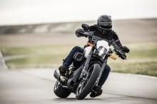 Dragstar, power cruiser, czy myśliwiec? To Harley-Davidson FXDR 114