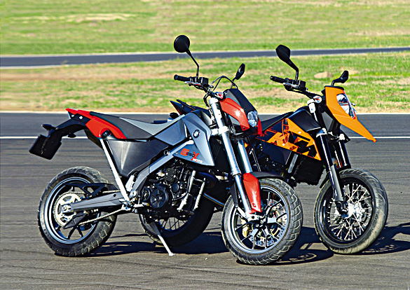 bmw g 650 xmoto vs ktm 690 supermoto w motocykl online. Black Bedroom Furniture Sets. Home Design Ideas